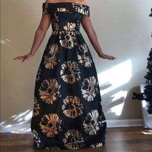 Black and gold gown with pockets size 2
